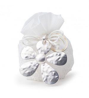 SACCHETTO CON FIORE IN PVC con 5 confetti alla mandorla